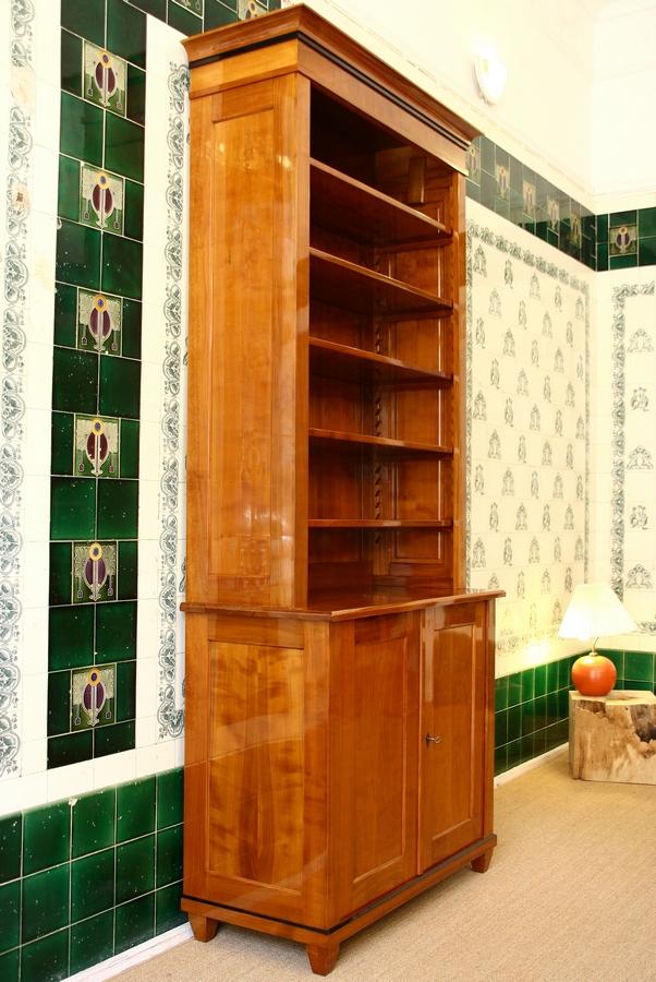 b cherregal kirsche mit t ren massivholz 240x100x45cm ausstellungsst ck ebay. Black Bedroom Furniture Sets. Home Design Ideas